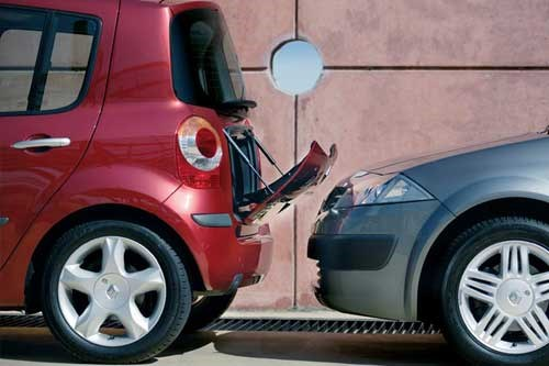 Renault Modus has a small chute in the boot for easy loading of smaller items